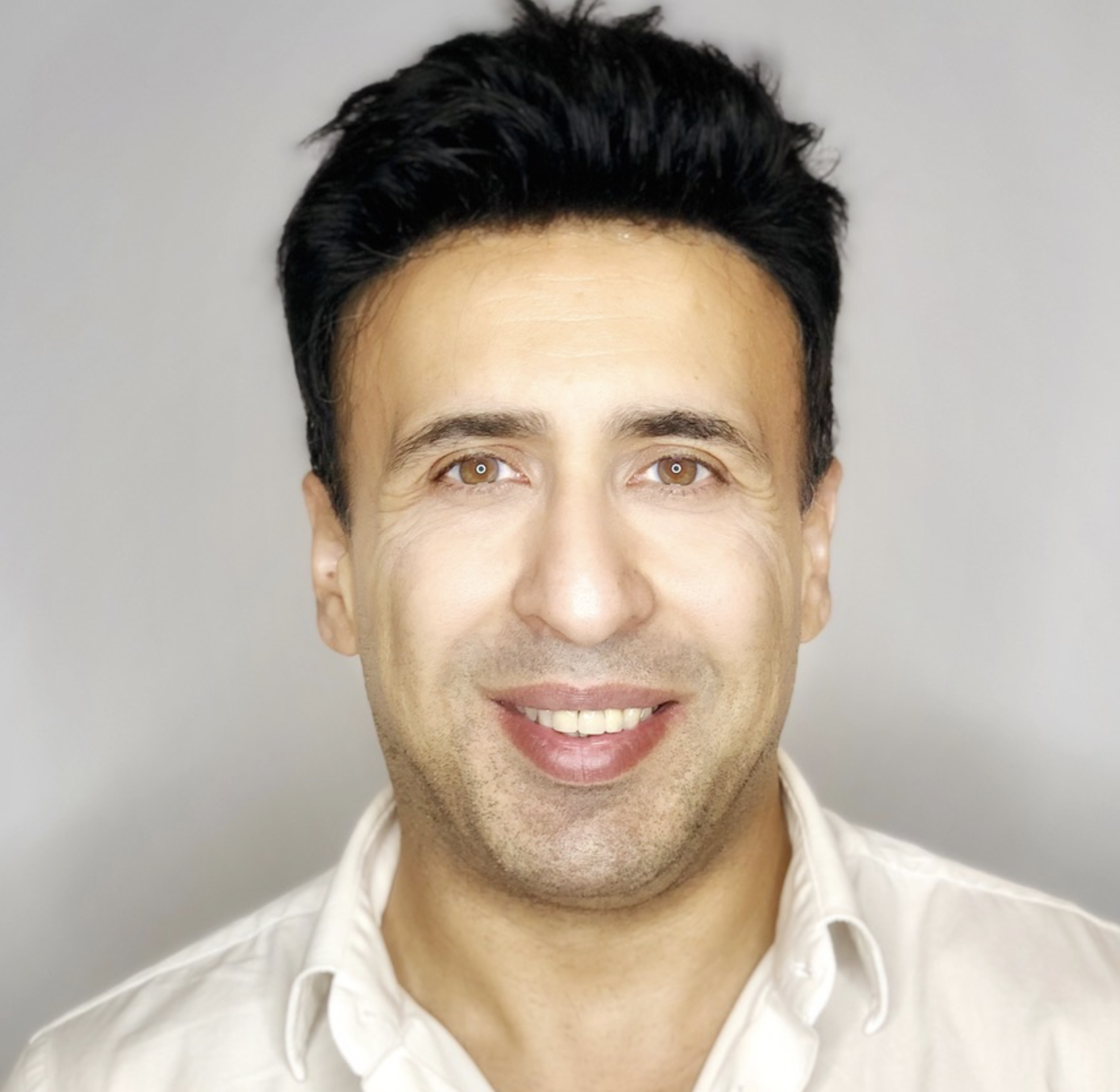Profile Picture of Ramin Monfared before he is interviewed about Med Spa Cash Flow